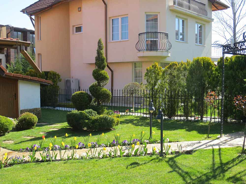 поддръжка на градини и дворове