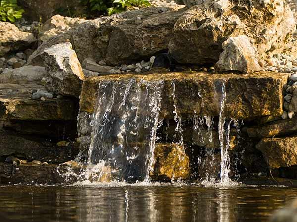 водни ефекти-водопад с езеро